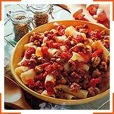 Рігатоні з помідорами, грибами та сосисками