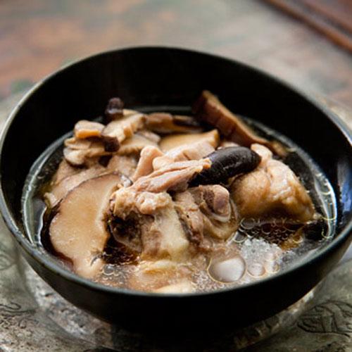 Курячий суп з імбиром і грибами шиітаке