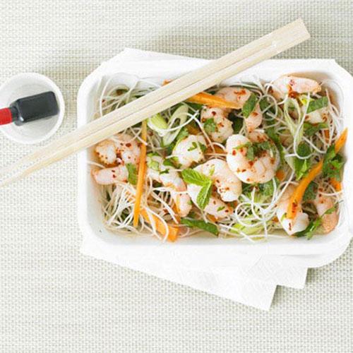 Салат з креветками і рисовою локшиною
