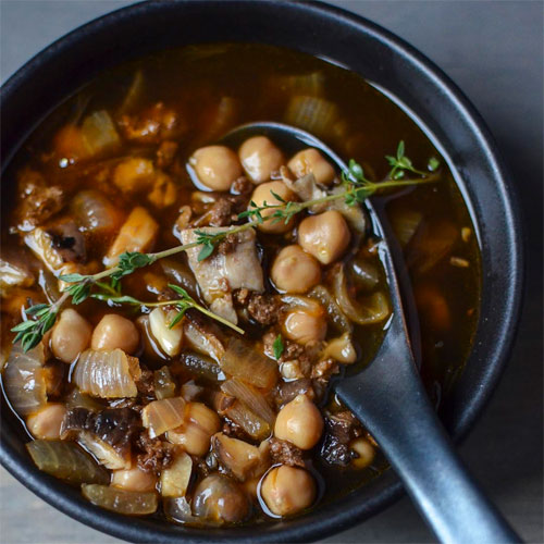 М'ясний суп з шиітаке і нутом