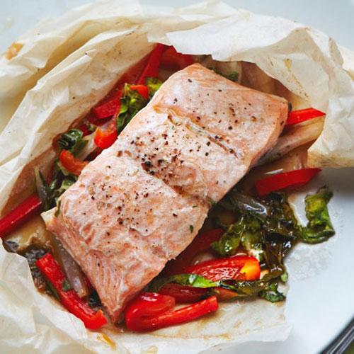 Запечений лосось з овочами