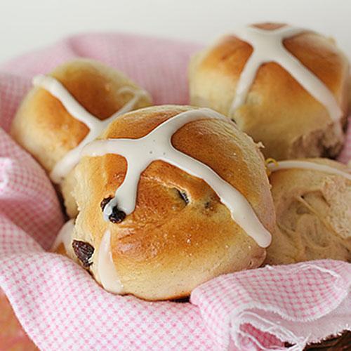 Английские пасхальные булочки