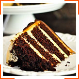 Шоколадный торт с глазурью из арахисового масла