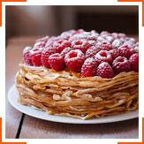 Карамельно-малиновый торт из блинов
