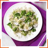 Коричневый рис с мисо и куриным салатом