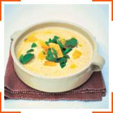 Суп із запеченим часником, хлібом і мигдалем