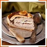 М'ясний пиріг з червоною смородиною
