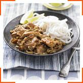 Куриное карри с орешками кешью и рисовой лапшой
