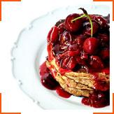 Оладьи с греческими орехами и вишневым соусом