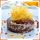Шоколадні тістечка з малиновою глазур'ю