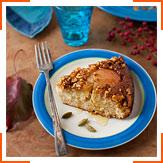 Грушевий пиріг з корицею і грецькими горіхами