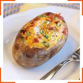 Запеченный картофель, фаршированный яйцом и сыром