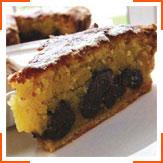 Миндальный пирог с черносливом и мороженым