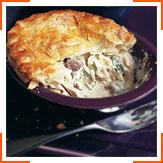 Вершковий листковий пиріг з куркою та грибами