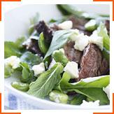 Салат з ягнятини і бобів з руколою, м'ятою і фетою