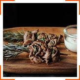 Говяжий шашлык и сливочный соус с хреном