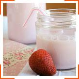 Клубничное молоко