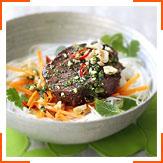 Яловичі стейки на грилі з морквою та рисовою локшиною