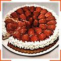Сирний торт із полуницею