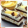 Шоколадні бісквітні нарізні тістечка з грушевими вершками