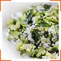 Огуречный салат с кокосом