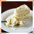 Торт у білій глазурі