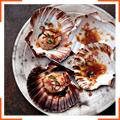 Морские гребешки с перцем чили и базиликом