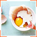 Яйца, запеченные с прошутто и грюйером