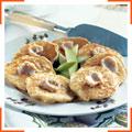 Яблучні оладки і вершкове масло з корицею