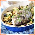 Дорада, запеченная с картофелем и оливками