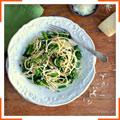 Спагетти с брокколи и перцем чили