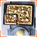Пиріг з цибулею-пір, козячим сиром, грецькими горіхами та лимоном