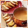 Теплі фрукти з ірисовим соусом