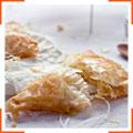 Пиріжки з тіста філо з сиром брі та медом