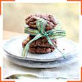 Шоколадное печенье с миндалем и изюмом