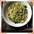 Лингвине с чесноком, капустой и анчоусами