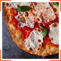 Томатно-сырная пицца с базиликом