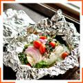Запеченная рыба со шпинатом и помидорами