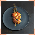 Абрикосы с апельсиновым сиропом и розмарином