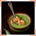Мятный крем-суп с зеленым горошком, цукини и креветками