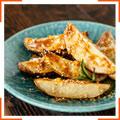 Теплый картофельный салат с кунжутом и чили