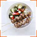 Кебаб из ягнятины с греческим салатом