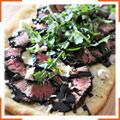 Піца зі стейком-гриль та горгонзолою