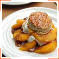 Пирожные с персиками и сливками