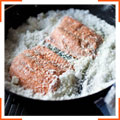 Лосось, запеченный в соли