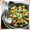 Салат з курки з мандаринами, авокадо і мигдалем