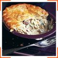 Сливочный слоеный пирог с курицей и грибами