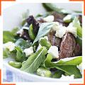 Салат из ягнятины и бобов с руколой, мятой и фетой