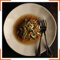Спагетти с водорослями и луковым бульоном