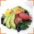 Салат з цитрусовими, авокадо і волоськими горіхами